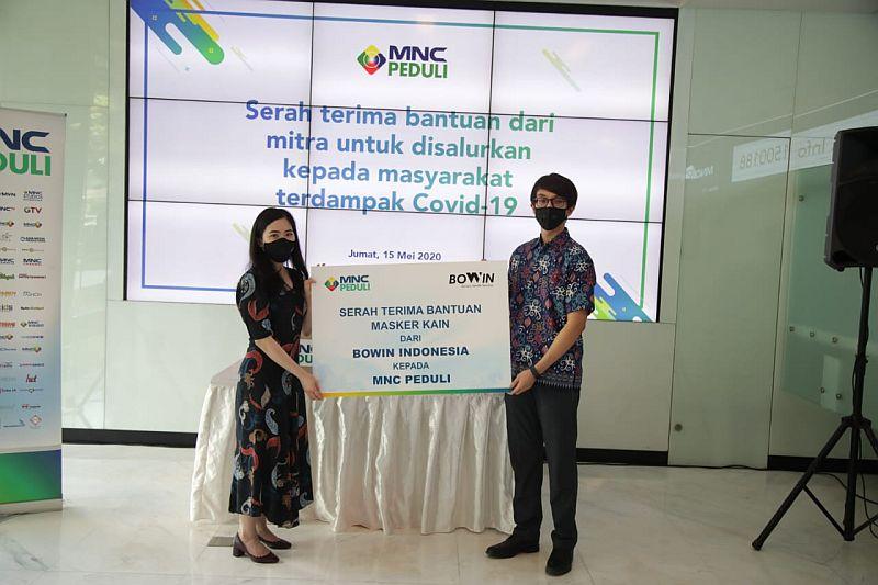 https: img.okezone.com content 2020 05 16 337 2215108 bowin-indonesia-salurkan-bantuan-masker-kain-ke-mnc-peduli-r5EuGrCVKd.jpg