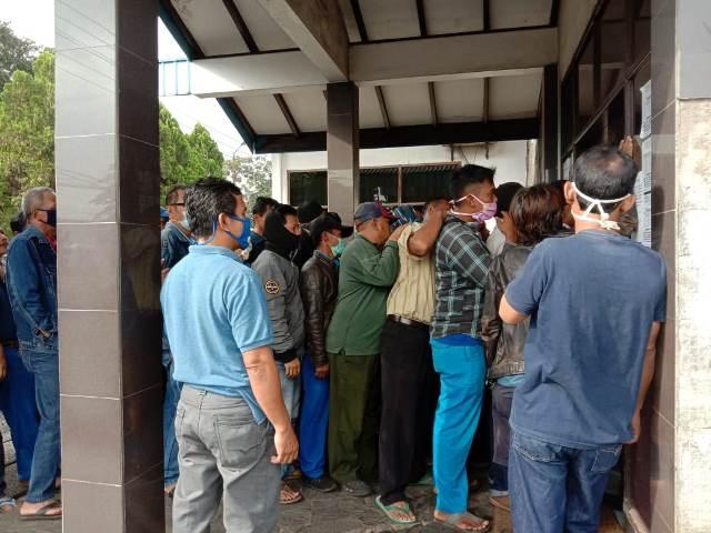 Pria Covid 19 Yang Ngamuk Dan Peluk Warga Tertular Corona Di Klaster Lembang Okezone News