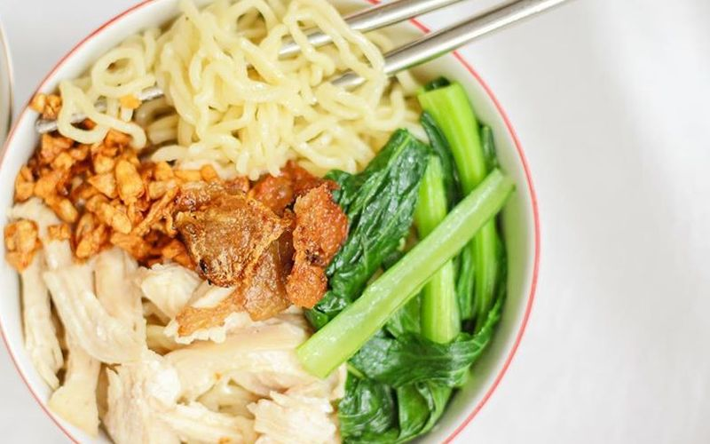 https: img.okezone.com content 2020 05 17 298 2215243 cara-memasak-mi-ayam-biar-enggak-lembek-untuk-makan-sahur-sedap-VtbtLSepxN.jpg