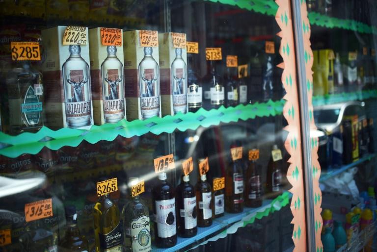 https: img.okezone.com content 2020 05 18 18 2215814 kehabisan-bir-banyak-warga-meksiko-tewas-karena-konsumsi-alkohol-oplosan-PJmNAPUb7y.jpg