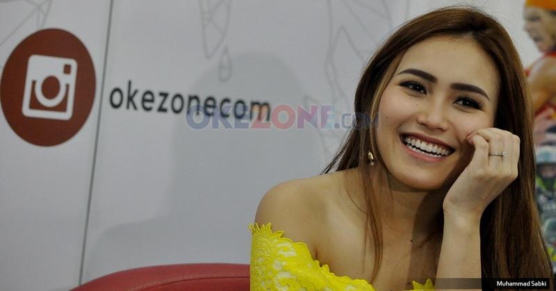 https: img.okezone.com content 2020 05 18 33 2216128 ayah-rozak-minta-ayu-ting-ting-cari-suami-seperti-andhika-pratama-L9CimgZ02B.jpg