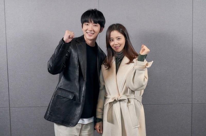 https: img.okezone.com content 2020 05 18 598 2215796 lee-joon-gi-dan-moon-chae-won-jadi-suami-istri-dalam-flower-of-evil-dwMPOW6ho0.jpg