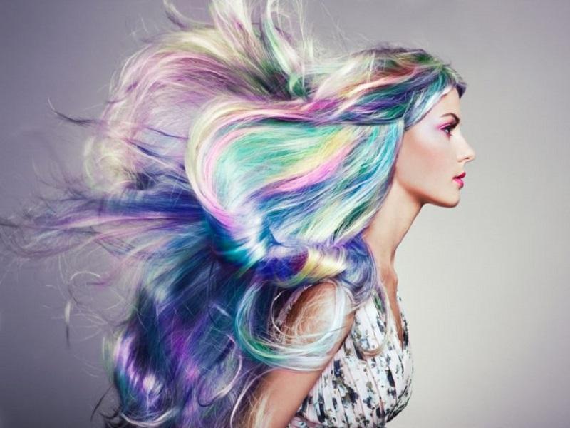 https: img.okezone.com content 2020 05 18 611 2215945 holografik-tren-gaya-rambut-keren-2020-Cc7wv35AFq.jpg