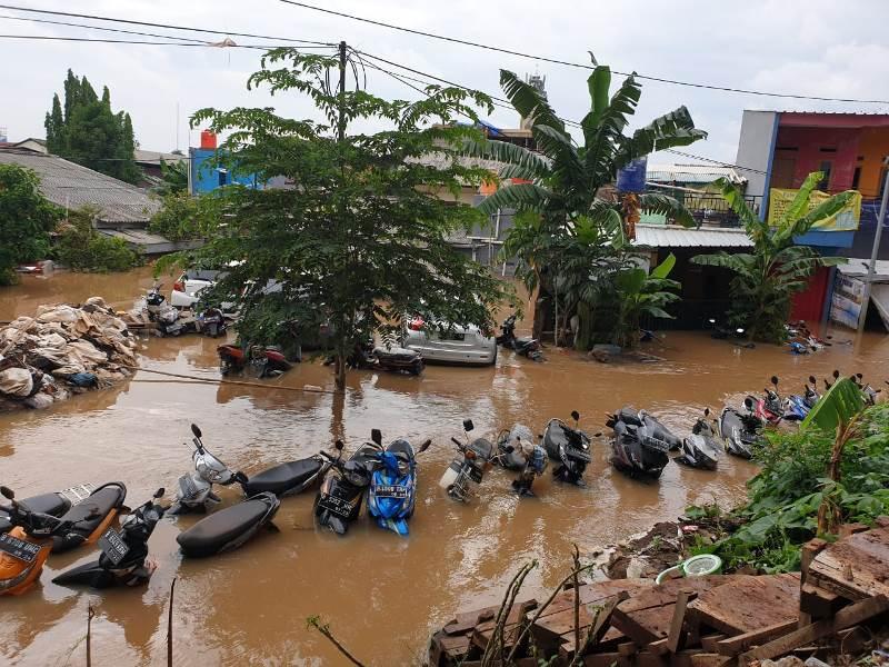 https: img.okezone.com content 2020 05 19 338 2216353 banjir-rendam-12-kelurahan-di-jakarta-ini-rinciannya-E0TK9y4I2g.jpg