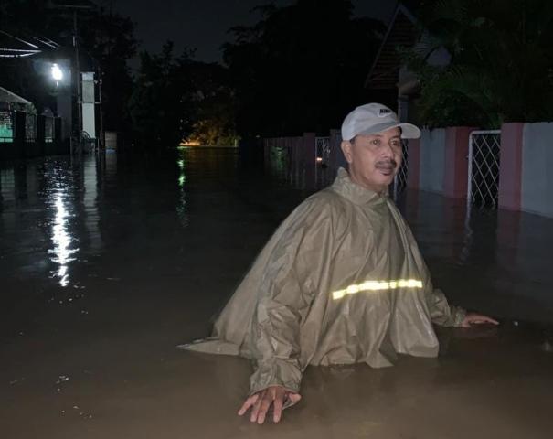 https: img.okezone.com content 2020 05 19 340 2216192 diguyur-hujan-deras-4-kecamatan-di-banten-terendam-banjir-jcpmNnCMbP.jpg
