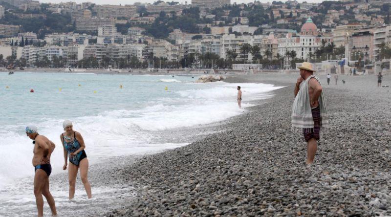 https: img.okezone.com content 2020 05 19 406 2216264 pantai-ini-buka-setelah-lockdown-wisatawan-tetap-physical-distancing-Iysb1LSlql.jpg