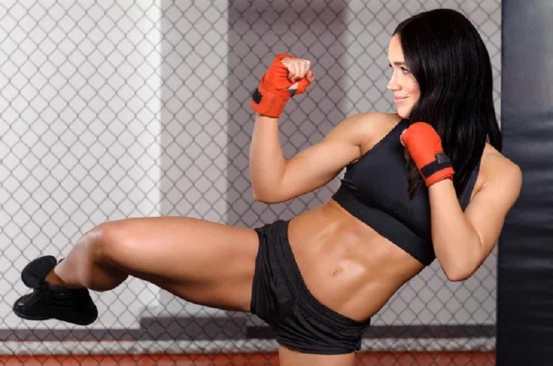 https: img.okezone.com content 2020 05 19 481 2216479 4-manfaat-sehat-kickboxing-olahraga-yang-ditekuni-meghan-markle-Bt9SqkmV59.jpg