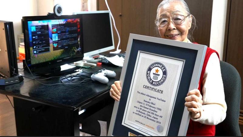 https: img.okezone.com content 2020 05 19 612 2216666 nenek-berusia-90-tahun-dinobatkan-jadi-gamers-tertua-di-dunia-i1tfzDzXP4.jpg