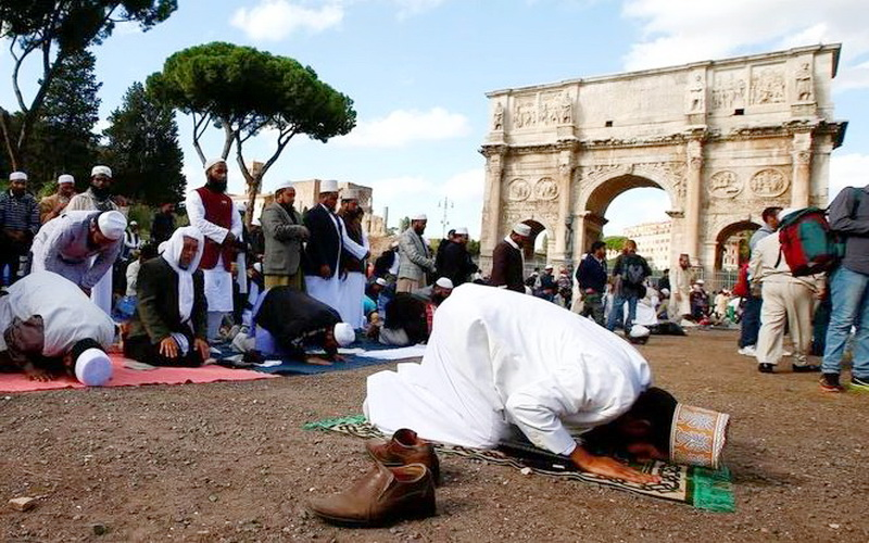 https: img.okezone.com content 2020 05 19 614 2216205 wabah-corona-bawa-kabar-gembira-untuk-2-juta-muslim-di-italia-yQCFbhFrX4.JPG