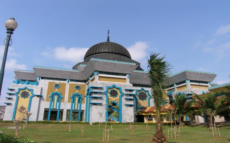 https: img.okezone.com content 2020 05 19 614 2216447 rawan-corona-masjid-raya-jakarta-islamic-centre-tidak-menggelar-sholat-idul-fitri-Td1DNp5Lf6.jpg