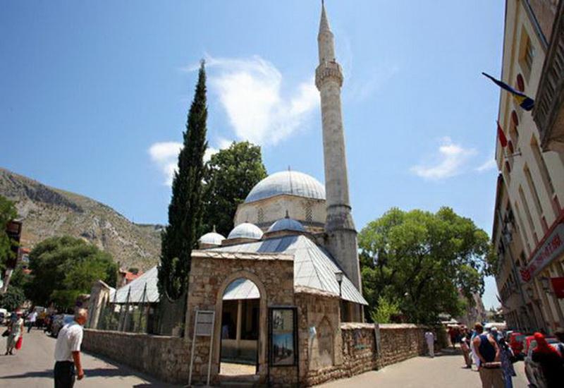 https: img.okezone.com content 2020 05 19 615 2216197 indahnya-masjid-karadoz-bey-warisan-kekaisaran-utsmaniyah-di-bosnia-AW1fj2VaPO.JPG