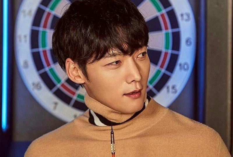 https: img.okezone.com content 2020 05 20 33 2217322 choi-jin-hyuk-akan-jadi-zombie-dalam-drama-baru-kbs-S5IZNpgIVi.jpg