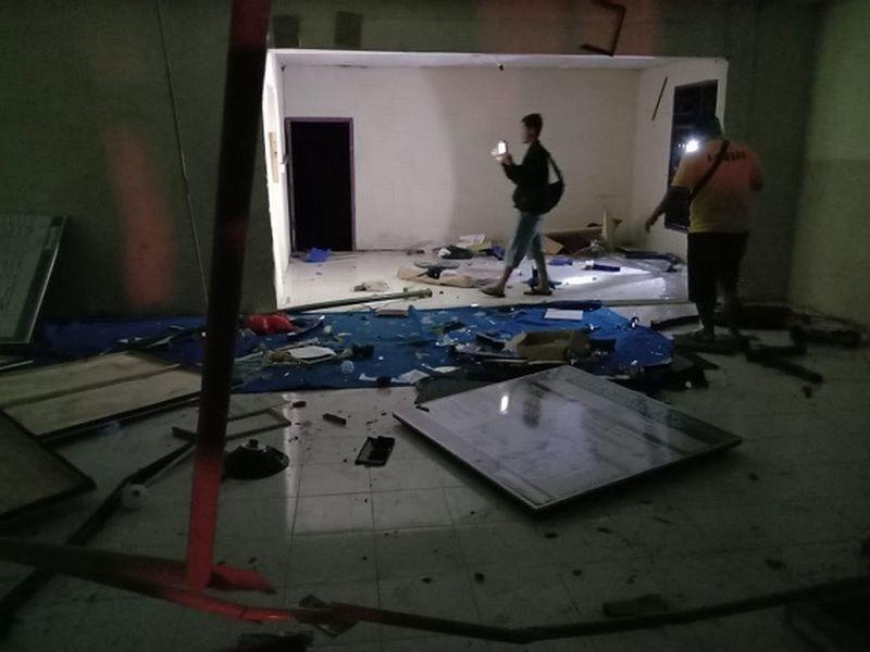 https: img.okezone.com content 2020 05 20 340 2216933 pembakaran-posko-covid-19-perusakan-kantor-desa-warga-kami-dicuekin-4vo2zQRnEq.jpg