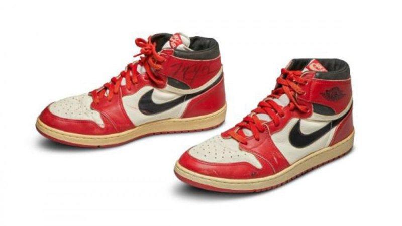 https: img.okezone.com content 2020 05 20 43 2217076 dilelang-rp8-2-miliar-sepatu-debut-michael-jordan-jadi-yang-termahal-di-dunia-B5UUakCKol.jpg