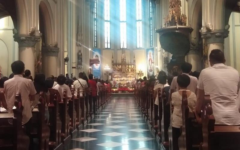 https: img.okezone.com content 2020 05 21 337 2217365 gereja-katedral-jakarta-gelar-misa-kenaikan-isa-almasih-secara-online-rsvk9FQpy7.jpg