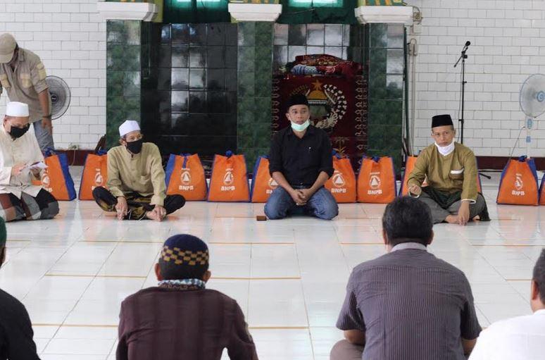 https: img.okezone.com content 2020 05 21 614 2217380 dewan-masjid-indonesia-jangan-sampai-ada-jamaah-kelaparan-di-tengah-corona-ygf8eztj06.JPG