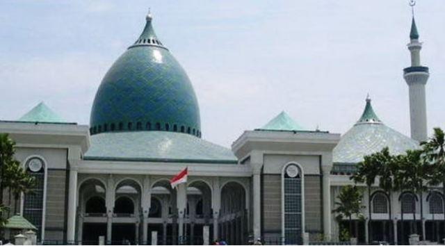 https: img.okezone.com content 2020 05 21 614 2217609 masjid-masjid-di-jawa-timur-meniadakan-sholat-idul-fitri-EosAFL8Q9V.jpg