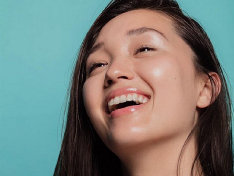 https: img.okezone.com content 2020 05 22 611 2218016 4-manfaat-wajah-tampil-tanpa-makeup-selama-wfh-H2VA4xkTcP.jpg