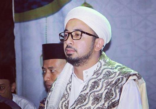 https: img.okezone.com content 2020 05 22 614 2218119 menangisi-kepergian-ramadhan-OXDTITAKVc.JPG