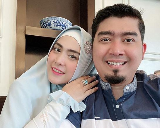 https: img.okezone.com content 2020 05 22 614 2218199 ketika-april-jasmine-minta-ustadz-solmed-menikah-lagi-k964JBShZV.JPG
