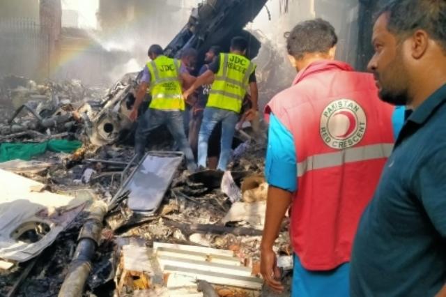 https: img.okezone.com content 2020 05 23 18 2218475 cerita-penumpang-selamat-pesawat-jatuh-di-pakistan-saya-hanya-bisa-melihat-api-Qxpxn6zH28.jpg