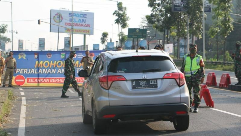 https: img.okezone.com content 2020 05 23 519 2218430 sebanyak-2-000-kendaraan-putar-balik-selama-enam-hari-psbb-di-kabupaten-malang-w4aaa8ZbZh.jpg