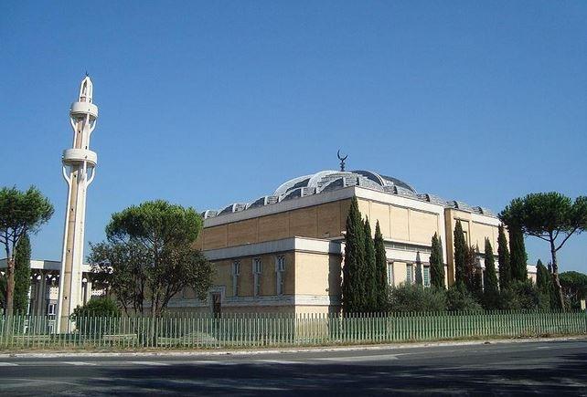 https: img.okezone.com content 2020 05 25 614 2219278 corona-mereda-masjid-masjid-di-italia-mulai-dibuka-10p2Ee7dKP.JPG