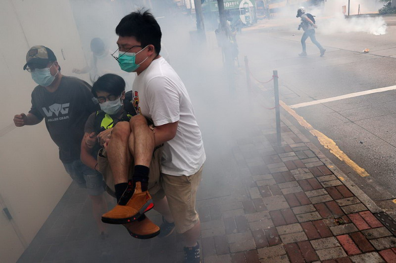 https: img.okezone.com content 2020 05 26 18 2219919 video-demonstran-hong-kong-pukuli-pengacara-jadi-sorotan-media-china-NvbSeqc6wu.jpg
