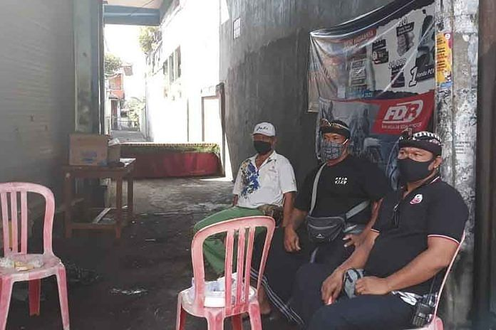 https: img.okezone.com content 2020 05 26 244 2219762 seorang-warga-positif-covid-19-satu-gang-di-denpasar-diisolasi-8ftc9Uo7D4.jpg