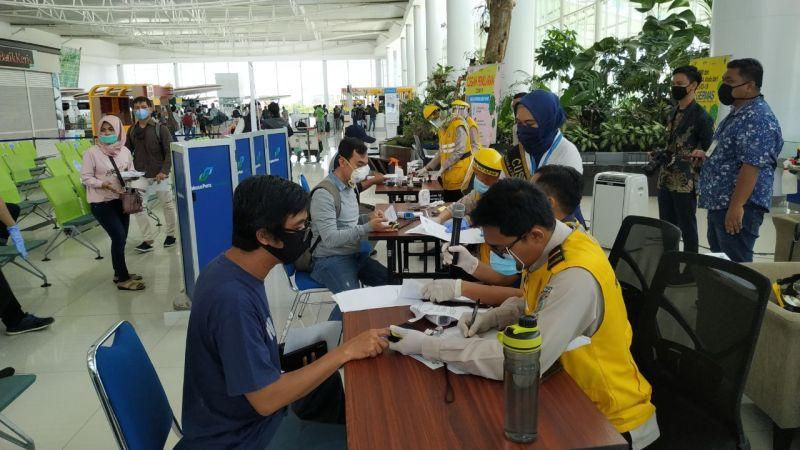 https: img.okezone.com content 2020 05 26 340 2219857 bandara-sepinggan-layani-penerbangan-jakarta-sore-ini-penumpang-wajib-lewati-pemeriksaan-berlapis-iP4J0v98Mf.jpg