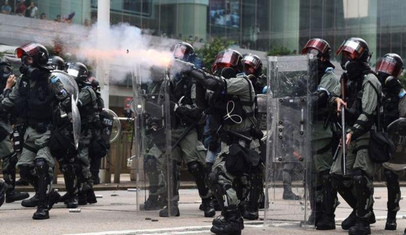 https: img.okezone.com content 2020 05 27 18 2220131 jelang-protes-ratusan-polisi-jaga-gedung-parlemen-hong-kong-mQOG7DVN70.jpg