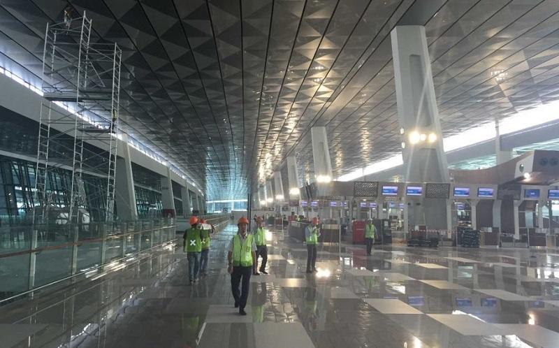 https: img.okezone.com content 2020 05 27 320 2220420 tak-bisa-tunjukkan-sikm-di-bandara-soetta-siap-siap-dikarantina-di-gor-cengkareng-ZwzCwhzZsj.jpg
