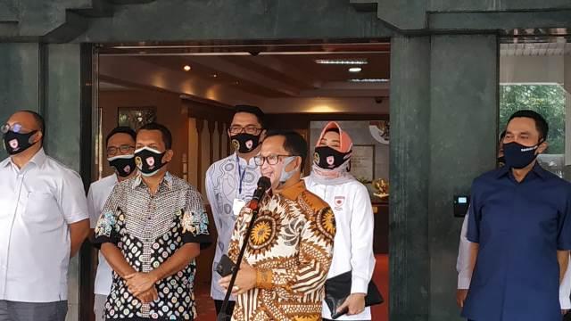 https: img.okezone.com content 2020 05 28 337 2221067 cerita-tito-karnavian-kenakan-masker-berwajah-dirinya-sendiri-2ZCRzkzeuT.jpg