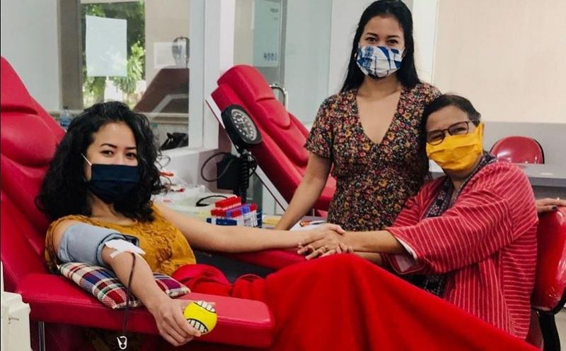 https: img.okezone.com content 2020 05 28 481 2220950 cerita-ratri-anindya-pasien-sembuh-covid-19-donorkan-plasma-darah-Jyi4q0c1Rn.jpg