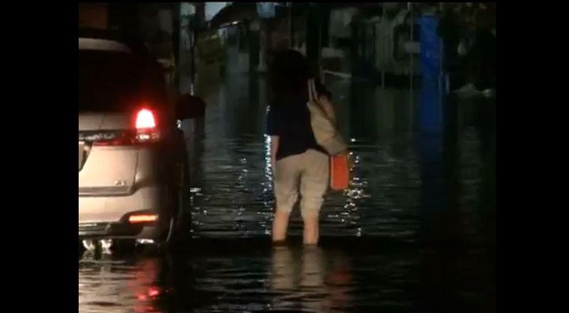 Banjir Terjang Sidoarjo Jalan Protokol Hingga Posko Covid 19 Terendam Okezone News