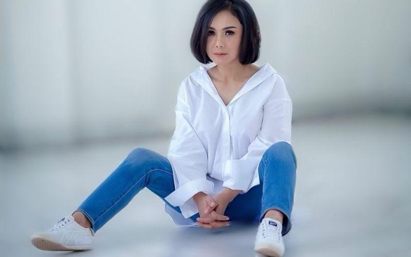https: img.okezone.com content 2020 05 29 194 2221726 4-potret-cantik-yuni-shara-di-usia-47-tahun-8ILnbNQ6U1.jpg