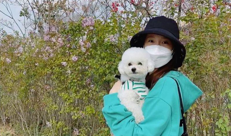 https: img.okezone.com content 2020 05 30 194 2222188 cantiknya-yoona-snsd-yang-baru-ulang-tahun-kemarin-b7ZYbfEIot.jpg