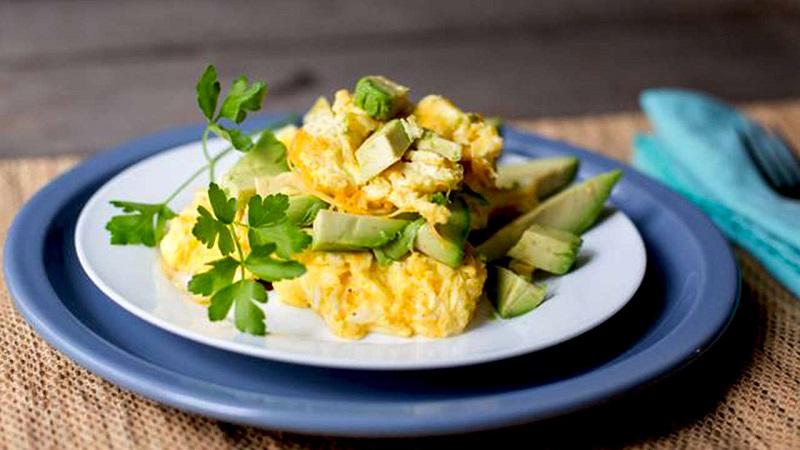 https: img.okezone.com content 2020 05 30 298 2222197 menu-sarapan-praktis-orak-arik-keju-daun-ketumbar-sehat-dan-lezat-1acCDndMvs.jpg