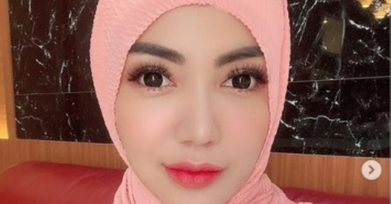 https: img.okezone.com content 2020 05 30 33 2222040 posting-pakaian-hijab-ketat-bella-shofie-kena-cibir-netizen-88qgqclRIA.jpg