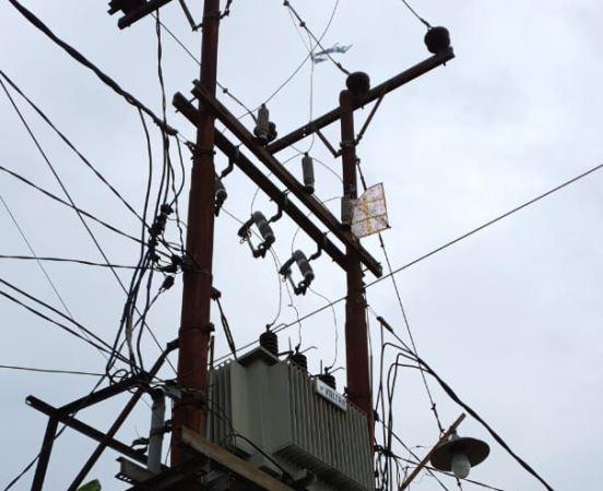 https: img.okezone.com content 2020 05 30 340 2222041 listrik-di-pekanbaru-sering-padam-gara-gara-layangan-nyangkut-zZoV2O1qig.jpg