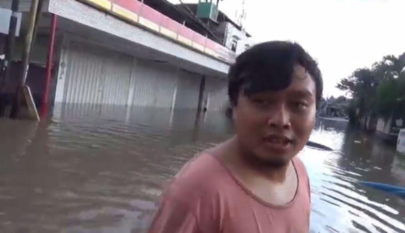 https: img.okezone.com content 2020 06 01 340 2222723 sungai-badung-bali-meluap-permukiman-di-denpasar-banjir-Ec3Mh7tDgy.jpg