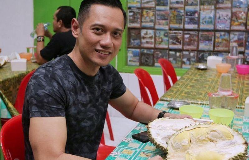 https: img.okezone.com content 2020 06 01 406 2222626 kangen-traveling-agus-harimurti-yudhoyono-ngebet-makan-durian-wPJ5rrsKHq.jpg