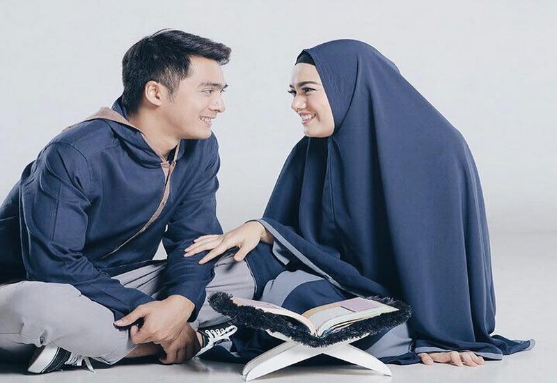 https: img.okezone.com content 2020 06 01 618 2222847 surat-al-baqarah-ayat-186-jadi-favorit-istri-ricky-harun-apa-maknanya-eYpcIqDILa.jpg
