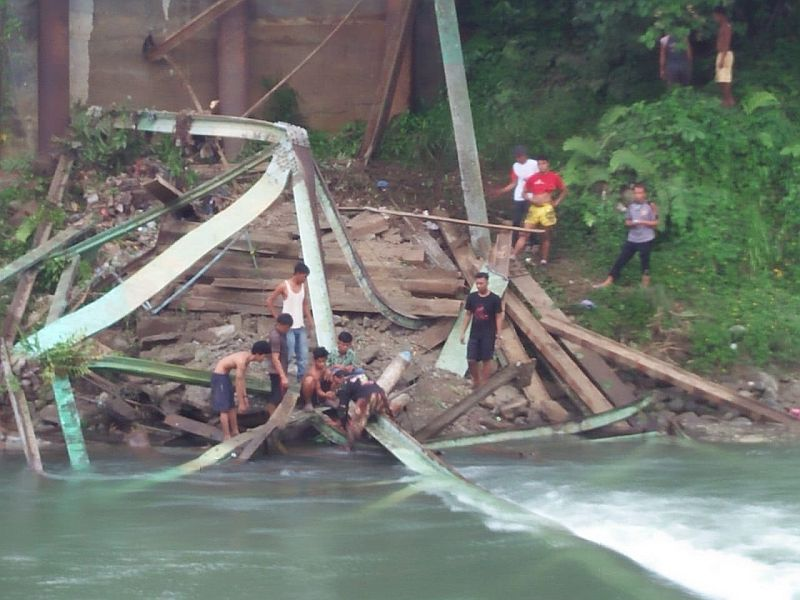 https: img.okezone.com content 2020 06 02 340 2223453 jembatan-roboh-1-pekerja-tewas-4-luka-luka-tertimpa-beton-JBQqyRaCJH.jpg