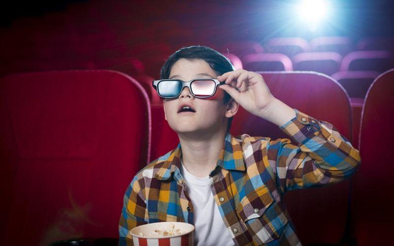 https: img.okezone.com content 2020 06 02 406 2223067 sambut-new-normal-aturan-nonton-di-bioskop-enggak-boleh-lagi-duduk-sebelahan-loh-PiJpe28Ko1.jpg