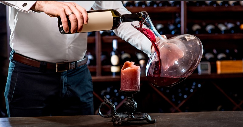 https: img.okezone.com content 2020 06 03 298 2223841 bukan-cuma-barang-mewah-penjarah-dalam-aksi-george-floyd-curi-anggur-mahal-kl13yavEsI.jpg