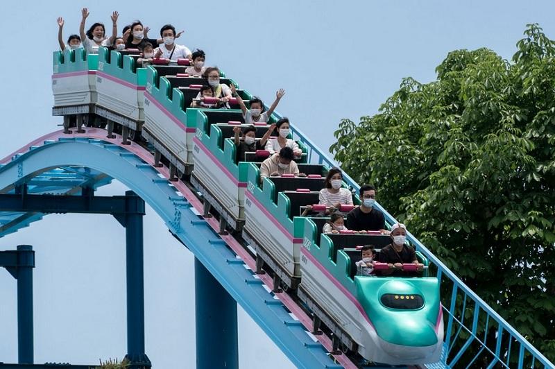 https: img.okezone.com content 2020 06 03 406 2223712 new-normal-di-jepang-naik-roller-coaster-dilarang-teriak-XOMKM4U2Da.jpg
