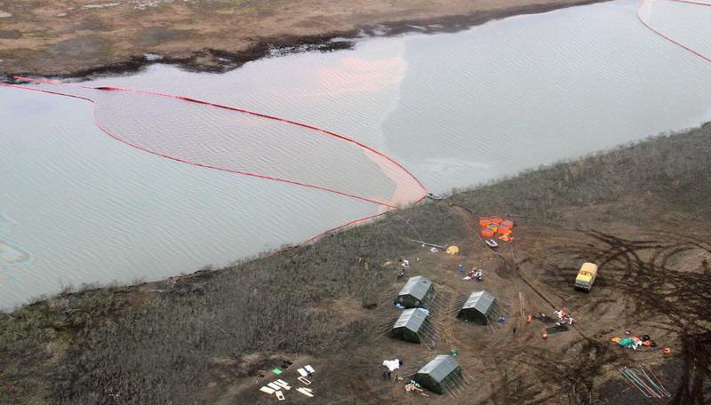 https: img.okezone.com content 2020 06 04 18 2224345 putin-umumkan-keadaan-darurat-setelah-20-000-ton-bahan-bakar-tumpah-ke-sungai-siberia-vv2J13e40X.jpg