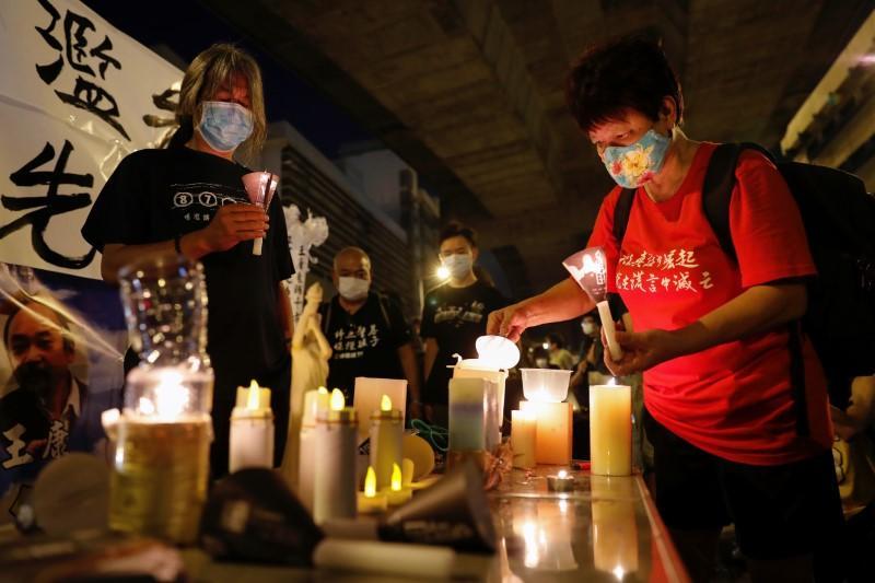 https: img.okezone.com content 2020 06 04 18 2224413 dilarang-berkumpul-warga-hong-kong-peringati-tragedi-tiananmen-dengan-penyalaan-lilin-online-RcY4lzyRPS.jpg