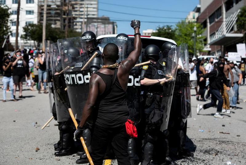 https: img.okezone.com content 2020 06 04 18 2224615 lebih-dari-10-000-orang-ditangkap-selama-demonstrasi-kematian-george-floyd-di-as-PoLn8wETr2.jpg